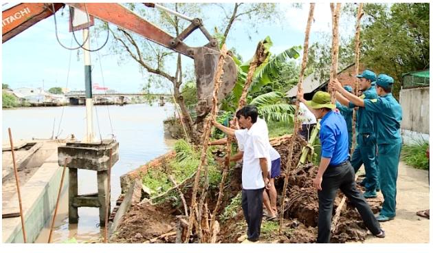 Người dân cùng chính quyền địa phương 4 xã cù lao Long Hồ chủ động ứng phó triều cường