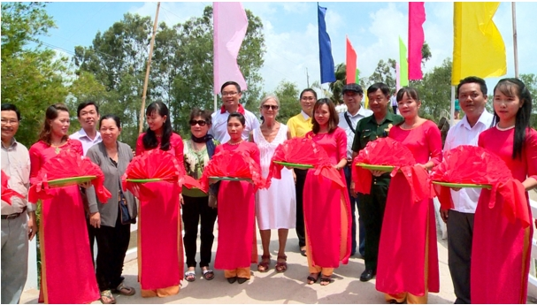 Thi đua yêu nước nhân dân xã Phú Quới chung sức chung lòng xây dựng giao thông nông thôn